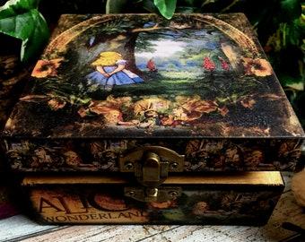 Alice in Wonderland. Cheshire Cat. Alice in Wonderland Box. Alice in Wonderland Jewellery Box. Alice inWonderland Gift. 5th Anniversary Gift