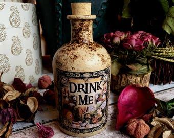 Cottagecore. Cottagecore Bottle. Alice in Wonderland Bottle. Drink Me Bottle. Alice in Wonderland Decor. Alice in Wonderland Gift. Drink Me