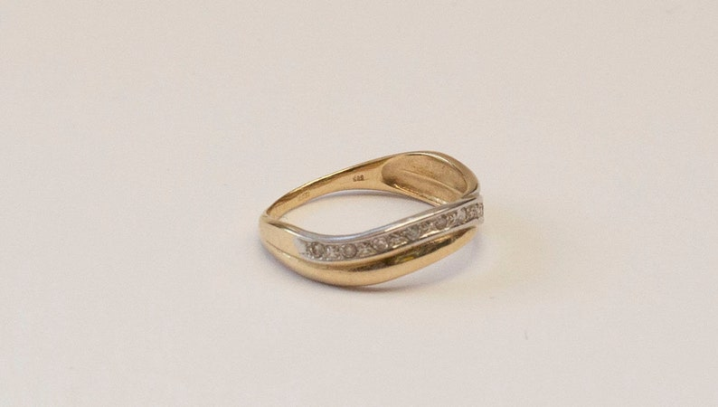 Size 16.6 mm 6 US 52 GER 2.1 Grams A Bicolor Yellow and White 14 kt Gold Ring Set with 10 Tiny Brilliants