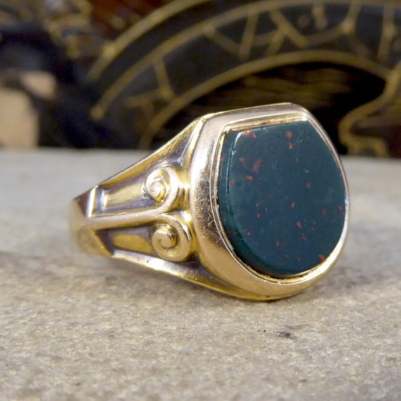 Edwardian Bloodstone Signet Ring in 15ct Yellow Go