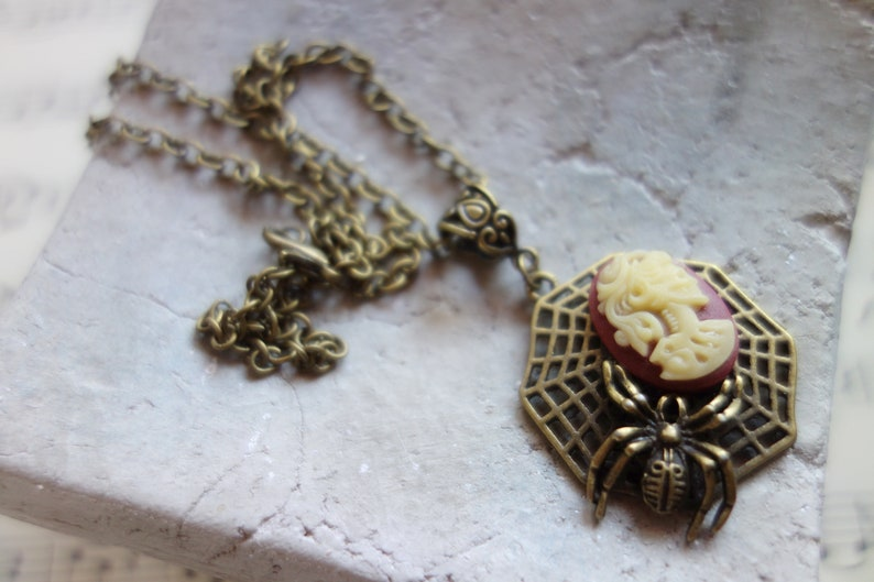 Steampunk Gothic Shabby Jewelry Halloween Lady Skull Spider Spider in the Net at Lady Skull Vintage Look Gift Necklace