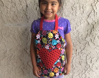 Child's reversible apron with pockets