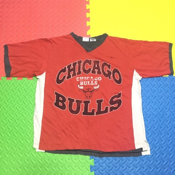 Vintage 90s Chicago Bulls v-neck t shirt