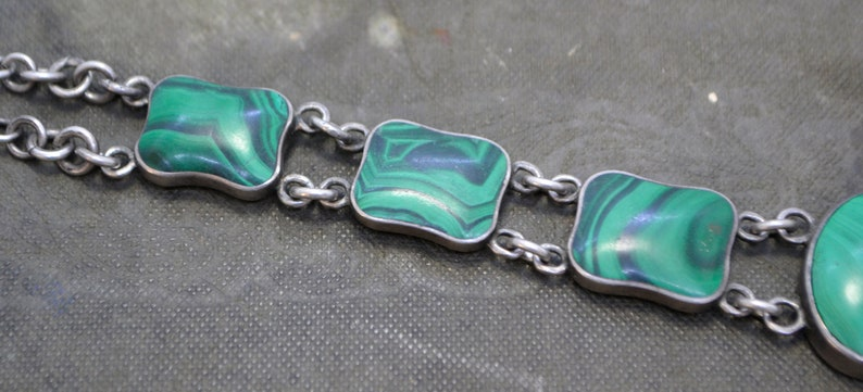 Victorian SILVER /& GREEN MALACHITE Collar Necklace with Engraved Shield Clasp