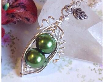 Peapod Necklace, 2 Peas In A Pod, Peapod Jewellery, Pea Pod Necklace, Mom Necklace, Mothers Day Gift, Mothers Necklace, Family Necklace,