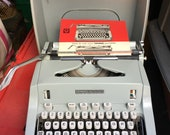 Vintage Hermes 3000 Manual Typewriter w Case. Works , clean. A classic 1960s