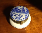 A white and blue porcelain trinket box, pill box, white and blue porcelain box