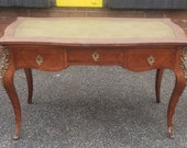 French Louis XV Style Tulip Wood Leather Top Ormolu Mounted Writing Desk c1920s