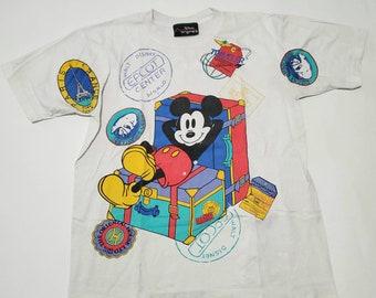 Walt Disney World Epcot Center The Oriental House Ltd Kobe Japan Mickey Mouse Luggage Sitting Vintage White Multi Graphic T Shirt