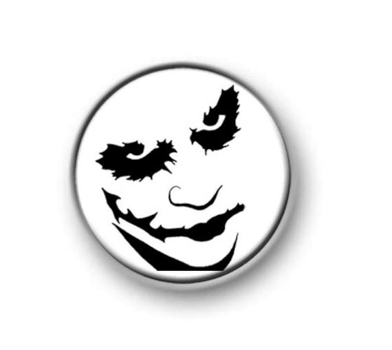 "THE JOKER 25mm 1/"" Pin Badge BATMAN JOAQUIN PHOENIX ICONIC MOVIE"