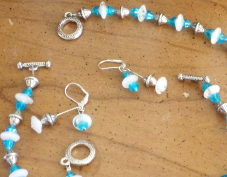 white /& clear glass Brilliant aqua silver tone metal beads 18 necklace 7 12 bracelet pierced earrings Vintage blue Art glass parure