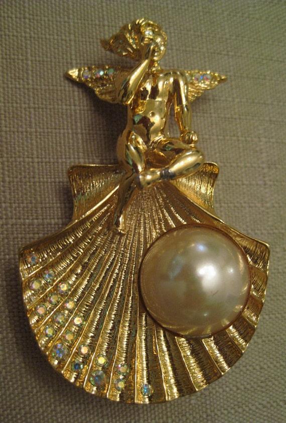 Seashell brooch