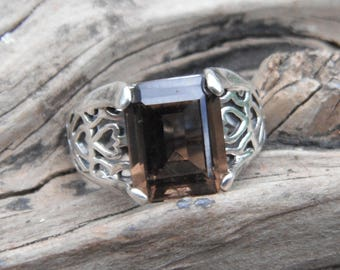 Sterling Silver Heart Filgree Ring With Rectangle Cut Prong Set Stone Size 6.5