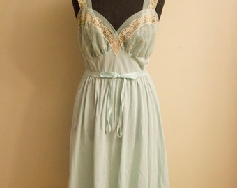 1940s nightgown  5b14b230e