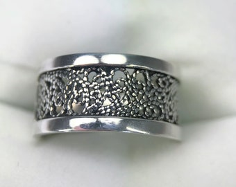 A Beautiful Turkish 925 Sterling Silver Filigree Band Ring - UK Size N 1/2 - With Presentation Box