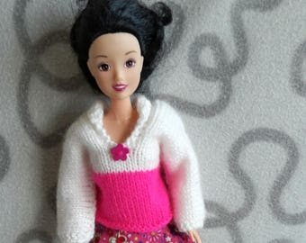 Knitted  two-coloured sweater with collar for barbie doll