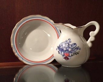 Vintage Enesco, spirit of '76, set, display jug with matching dish, milk glass , E Pluribus, red,white and blue