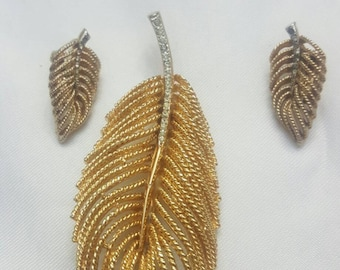 Vintage gold tone gold leaf pin set