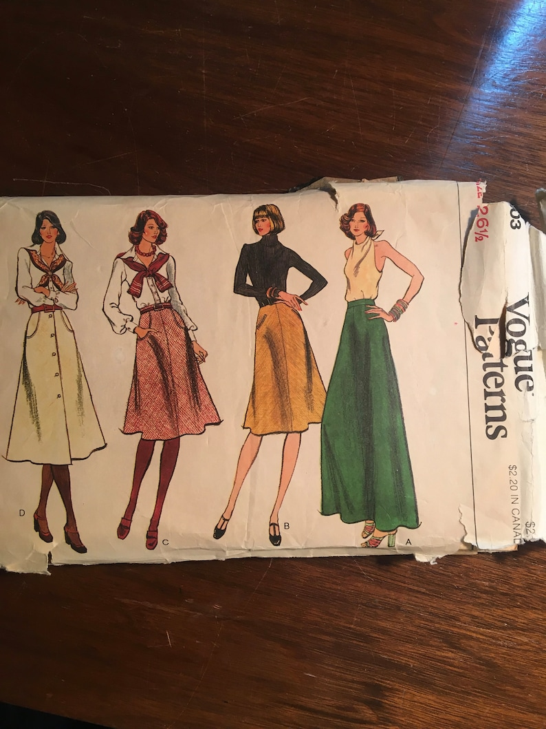 18081de9fa657 Misses / Women's SKIRT Classic Flared with pocket Vogue   Etsy