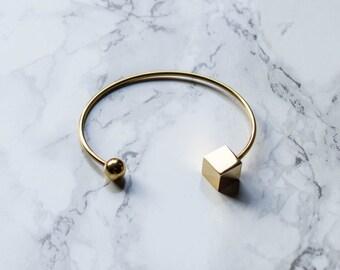 Pulsera de oro Geo abierto pulsera oro pulsera finos delicada pulsera / brazalete de apilamiento / geométrico pulsera