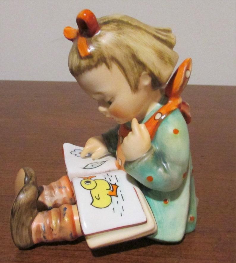 Goebel Hummel Figurine 'BOOKWORM' #8 Girl Reading 684