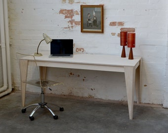 Bespoke desk in plywood for your home office with standard sanding