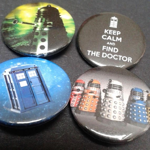 DR WHO FREE POST JON PERTWEE 25mm Button Badge