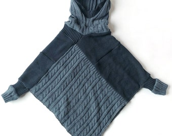 3 to 7 years old, Poncho for children, Cape, Acrylic knitwear, Shades of blue. Textiles recovered.