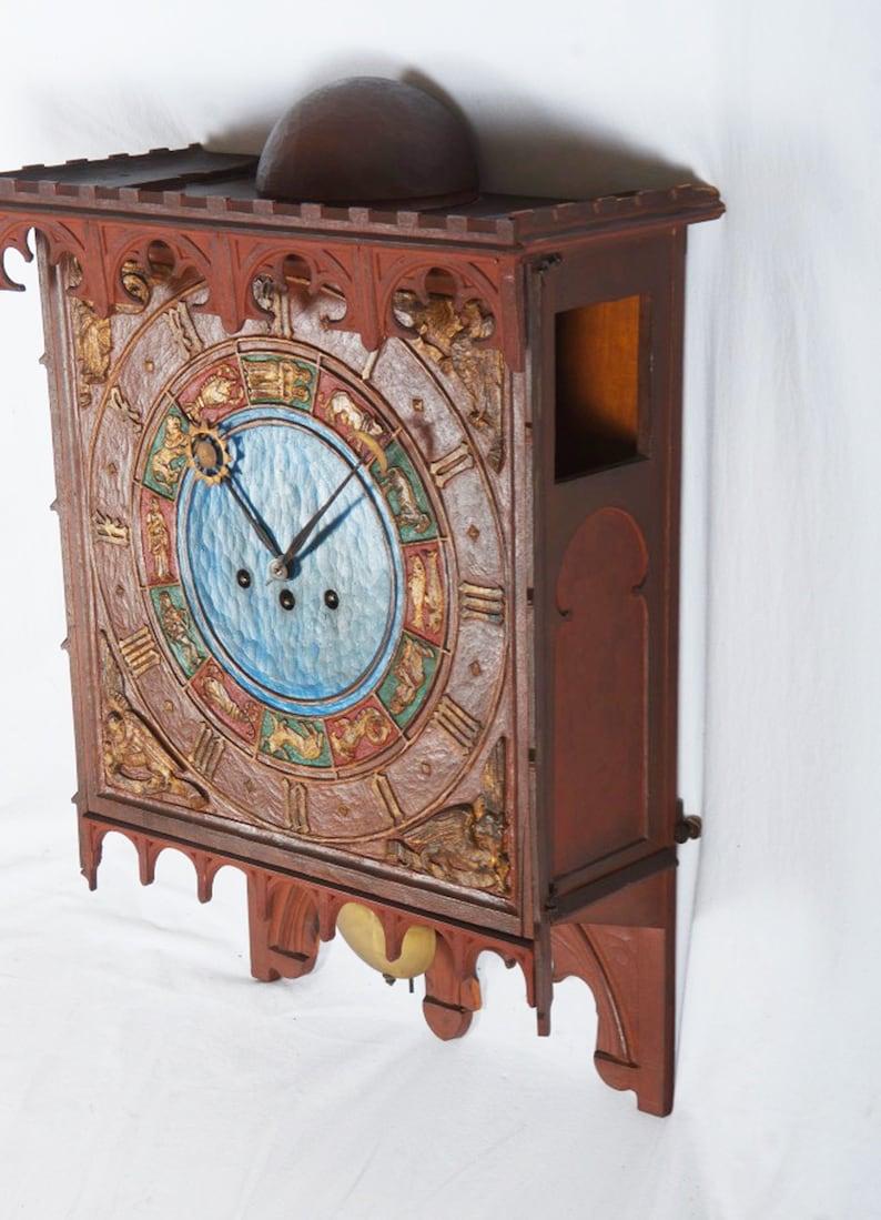 Horloge zodiaque en bois danois 19ème siècle dans le Style gothique