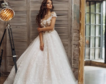 Wedding dress 'VIVIEN' // Ball gown wedding dress with beautiful lace skirt and lace top
