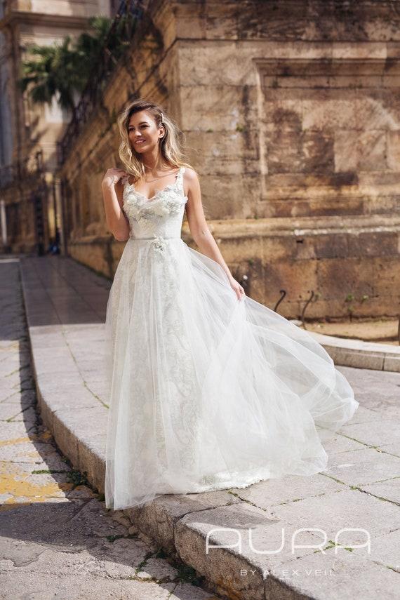 Wedding dress 'SONYA' Elegant light grey wedding dress with beautiful lace and beads details