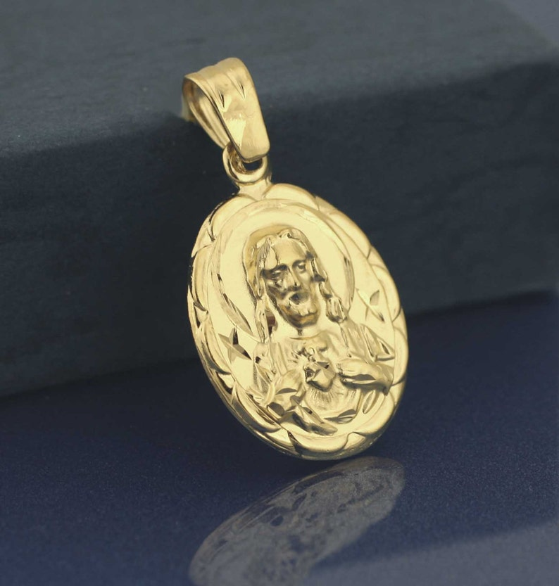 7dbecbe27cd Sagrado corazón de jesús medalla oro plateado doble medalla etsy jpg  794x833 Medalla imágenes jesus grande