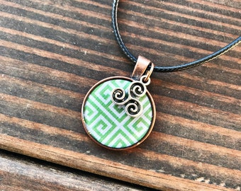 Green/White Pattern Necklace