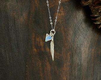 SIHU TRIANGLE Moonstone Sterling Silver 925 Pendant