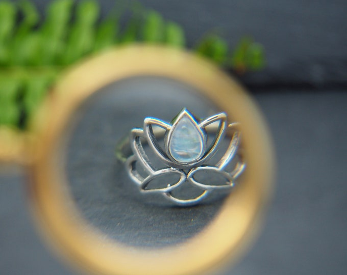 Featured listing image: LOTUS Moonstone Sterling Silver 925 Ring