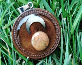 Pendentif en opale boulder chocolat et sa lune encadré