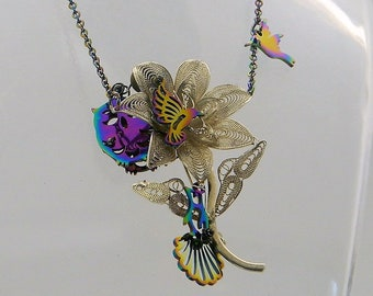 Necklace Flower in filigree of silver of Luques forned by a hummingbird