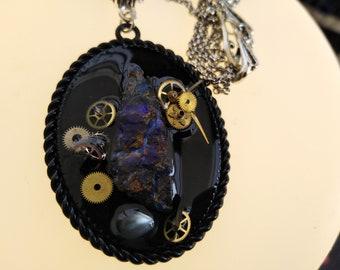 Pendentif Steampunk en opale boulder druzy et rouages