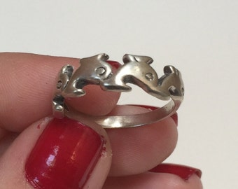 Vintage 925 Sterling Silver Carved Filigree Dolphin Design Band Ring