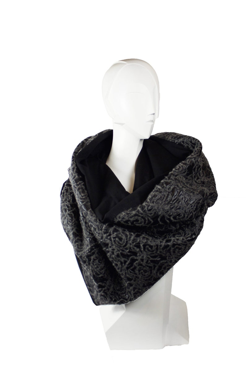 LOOP Grey Roses Stola XXL scarf turn loop exclusive image 0