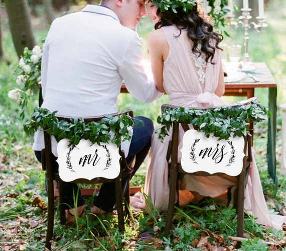 Mr and Mrs Chair Sign, Printable Wedding Chair Sign, DIY Rustic Laurels Wedding Bride and Groom Sign, Instant Download, Digital File #102CS
