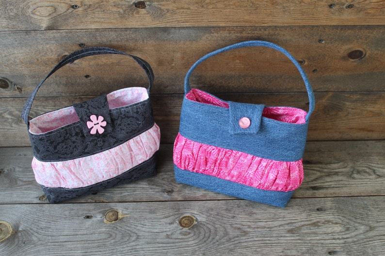 Little girl purse Toddler purse Hand made little girl purse in black and pink Purse for little girl with a shoudler strap.