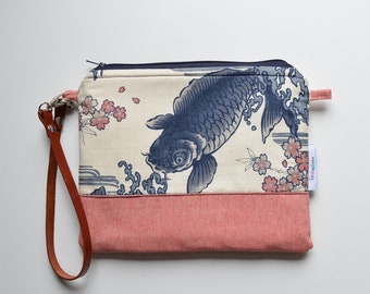 Padded Pouch made with Japanese fabrics. Strap made of real leather that adapts to be used as crossbody clutch, handbag or wristlet pouch