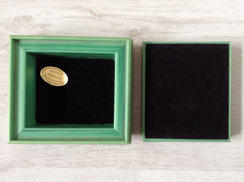 Green plastic jewelry box vintage with velvet lining and show jumping decoration