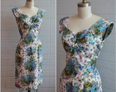 1950s 50s Cotton Floral Wiggle Dress Sweetheart Neckline Blue Green White Cap Sleeves V Neck Tea Length - Size Small S Medium M
