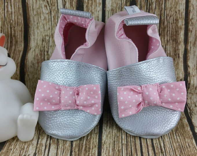 Soft pink knot slippers with white polka dots