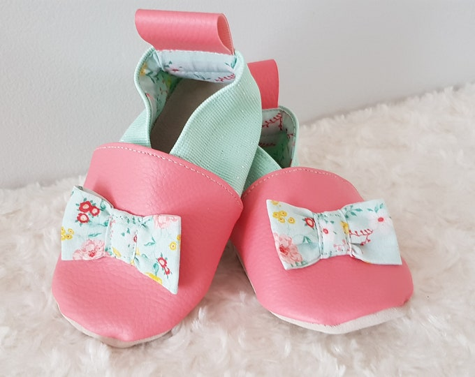 Soft leather slippers, faux leather, baby slipper, girl slipper, child shoe, limited edition green knot slipper