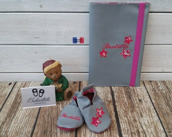 Gift to personalize: slippers and health booklet protection cover, stars, liberty.