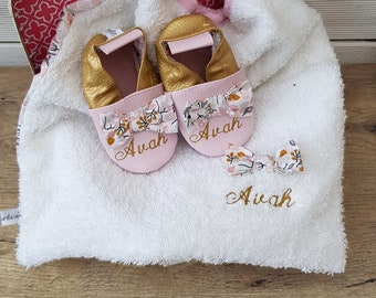 Pack birthstone to personalize: booties and bib, limited edition gold bow