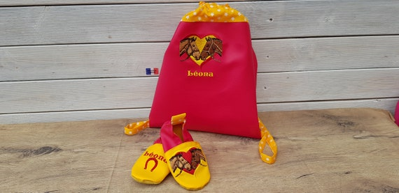 Maternal backpack and its matching and personalized pair of slippers